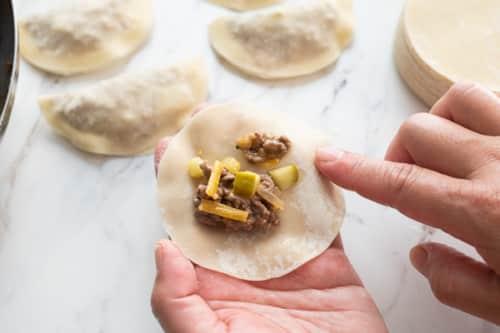 Forming dumpling in hand