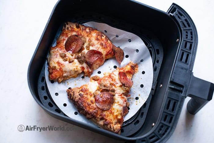 air fryer leftover pizza reheat -AirFryerWorld.com